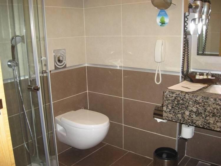 affordable beautiful photos de salle de bains moderne qui vous inspireront  with carrelage salle de bain beige et chocolat with salle de bain beige et