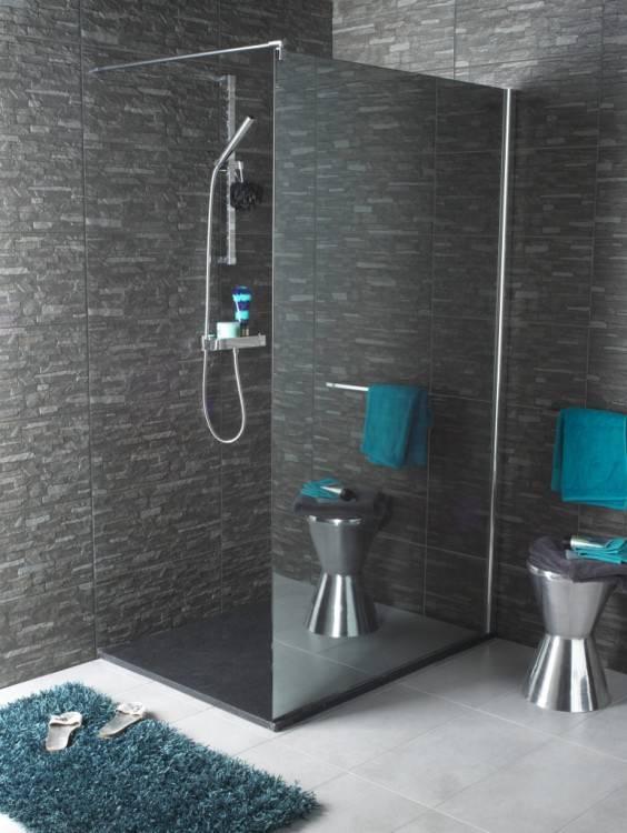 La douche à l'italienne investit la déco de la salle de bain