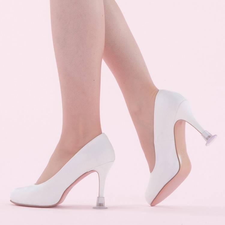 Une paire de chaussures à talon