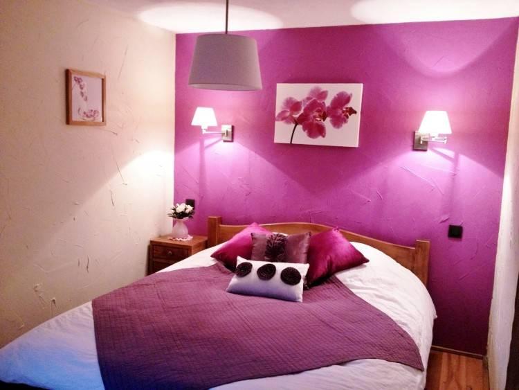 Osez les déclinaisons de rose ou de violet pour une chambre à coucher en couleurs pleine de
