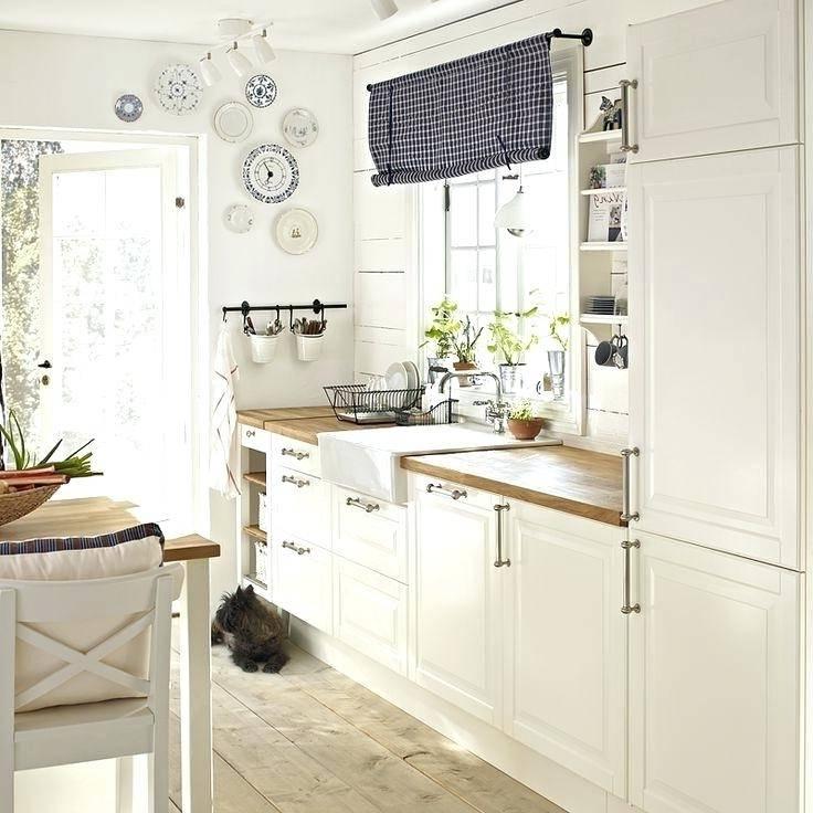 Au cas où vous en doutiez, nous sommes là pour vous le rappeler : la poubelle de cuisine peut être un atout dans votre décoration ! En zinc, à message,