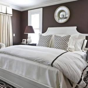 Si la tête de lit permet d'habiller sa chambre à coucher avec élégance,  elle peut aussi vous faire gagner de la place