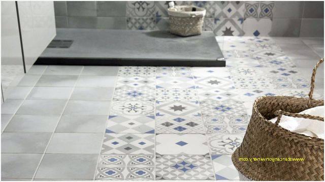 salle de bain en pierre naturelle et bois grand miroir La salle de bain en pierre  naturelle en 55 idées modernes