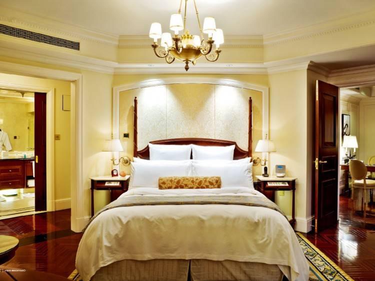 Élégant ensembles de chambre à coucher européenne français design classique royal 4 porte