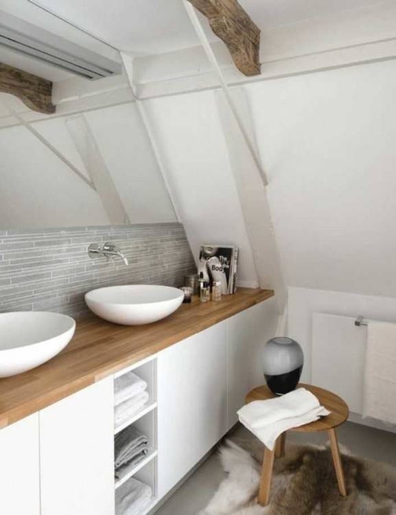 Des meubles de salle de bains moderne en noyer, Mobalpa