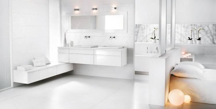 avec lit supplémentaire à une place, une chambre avec deux lits à une  place et salle de bains privée avec douche, une petite chambre à coucher  avec un