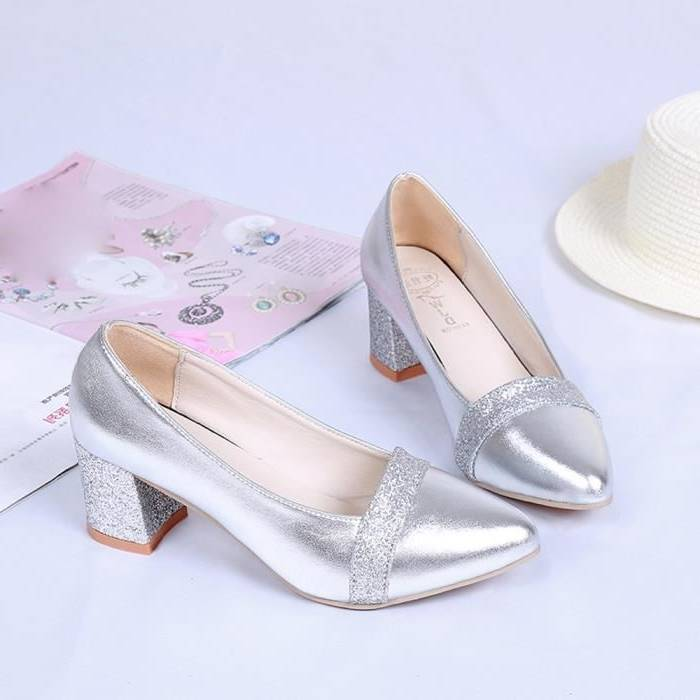 Chaussure a talons argentée Zara · Chaussure a talons argentée Zara