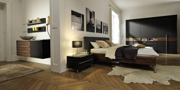 Une chambre moderne en total look gris et parquet bois pour un esprit zen