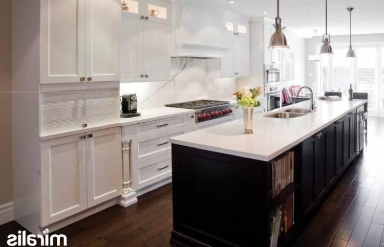 La société a consacré le personnel professionnel, y compris les deux  Allemands et les concepteurs de domestique, spécialisée dans les armoires  de cuisine de
