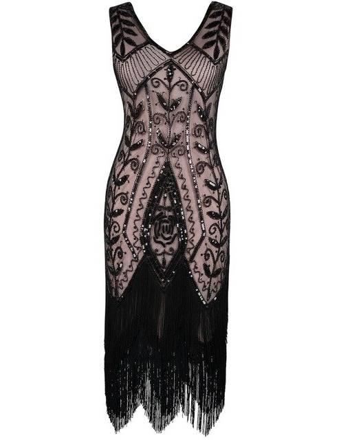 La décennie marque l'arrivée de créateurs comme Coco Chanel et Paul Poiret  qui libèrent la femme des carcans avec des robes qui ne marquent plus la  taille
