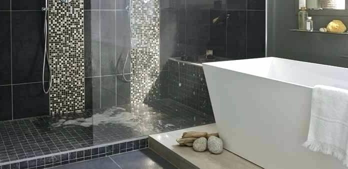 douche italienne 33 photos de douches ouvertes salle bain moderne avec et baignoire sous les combles