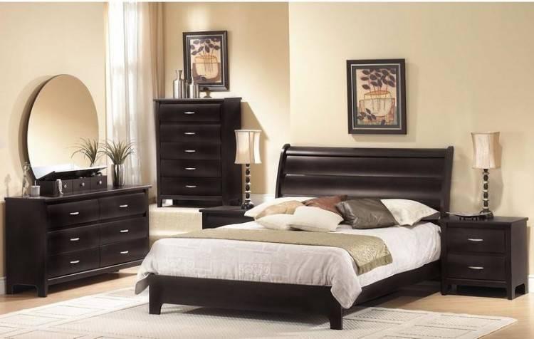 Tiroirs intégrés à la base de lit et éclairage des tables de