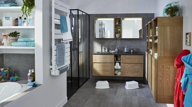 La douche à l'italienne est l'élément devenu incontournable dans nos salles de bains modernes