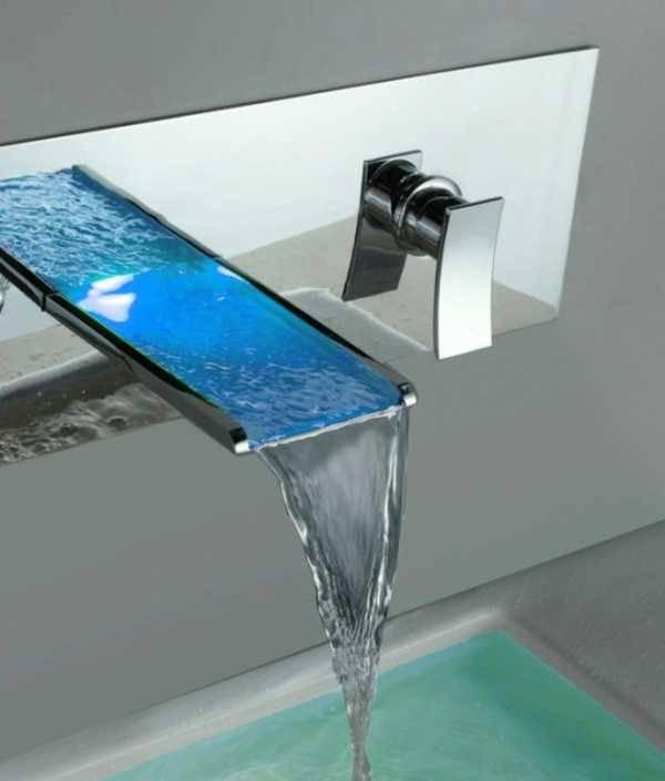 Moderne cascade murale design bronze huilé robinet de baignoire Salle de bains avec douche à main