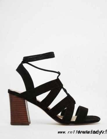 Chaussures de style nouveau NEW LOOK Bottines en suédine noire à talons blocs ouvertes sur le devant