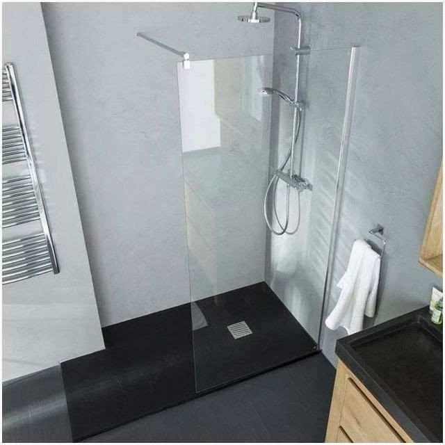 salle de bains pour qu'il atteigne la hauteur du receveur, ou bien imaginer une douche à l'italienne avec marche, qui la rend cependant mois accessible
