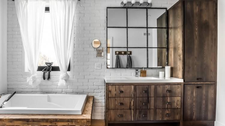 Donner une âme à une salle de bains située dans une maison modèle, voilà le  défi que devait relever la designer du projet