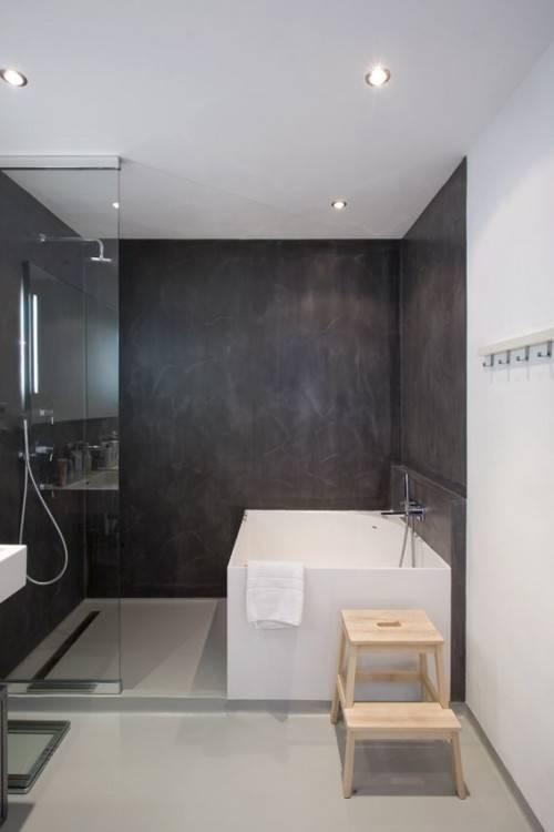 5 – Concevoir une salle de bains moderne avec baignoire balnéo  béton ciré