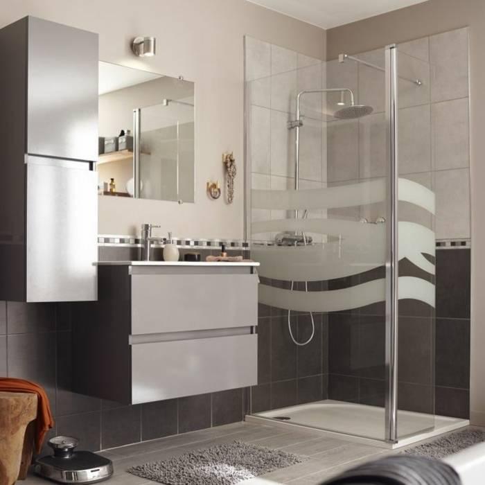 Salle de bain moderne blanche et beige