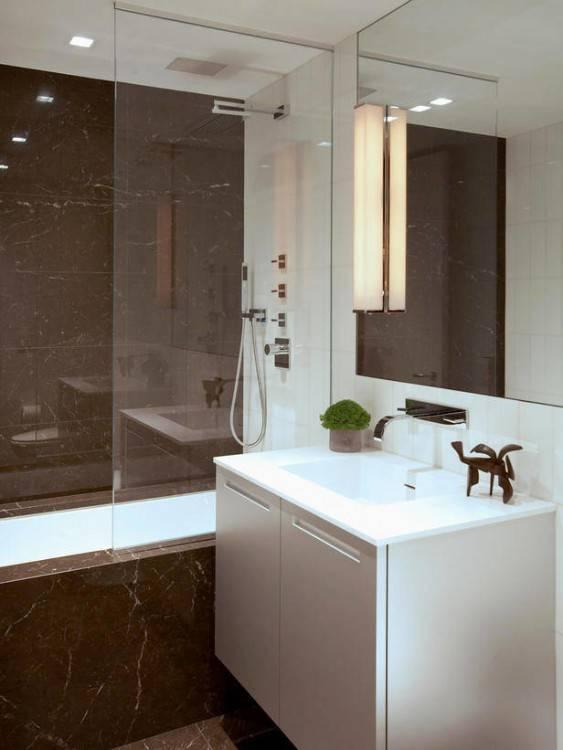 salle de bain italienne petite surface, douche en métal noir, avec séparateur verrière en métal noir et verre transparent, meuble de rangement en blanc sur