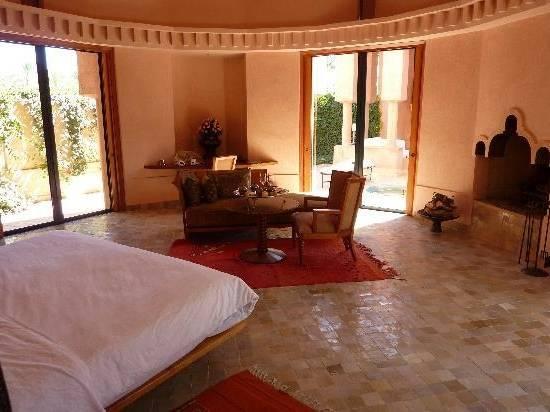 Riad l'Orangeraie: Chambre à coucher depuis la salle de bain