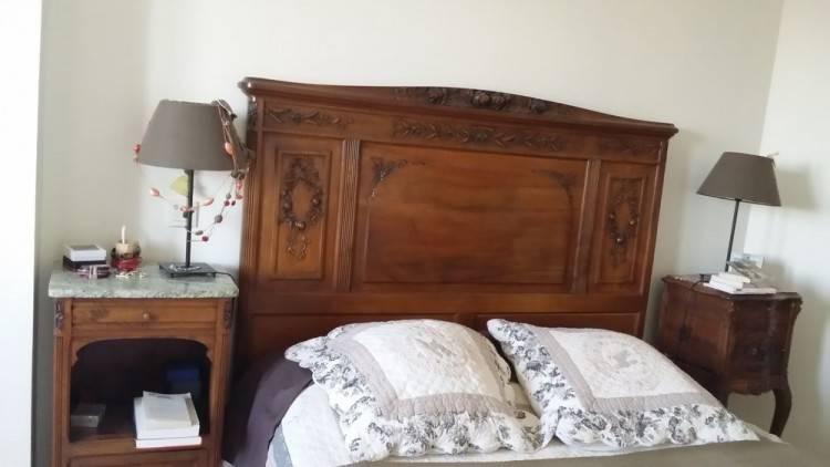 chambre à coucher 2 avec armoire encastrée